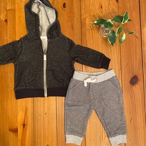 👶🏻 5 FOR $10 Carter's baby boy outfit 6M